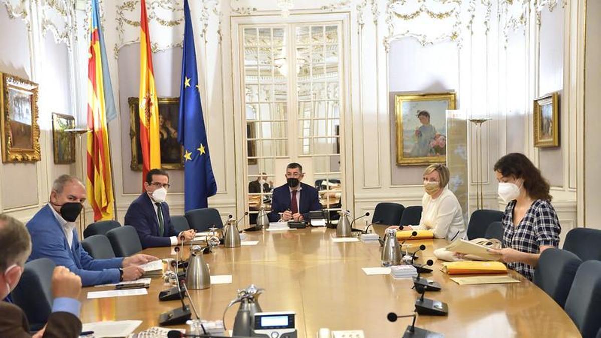 Una reunión de la Mesa de las Corts Valencianes.