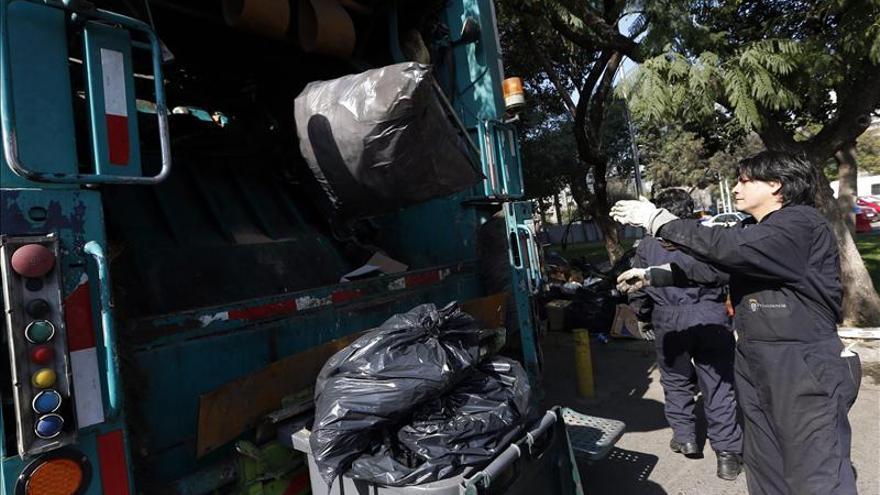 "Valparaíso en medio de toneladas basura inaugurará festival ""Puerto de Ideas"""