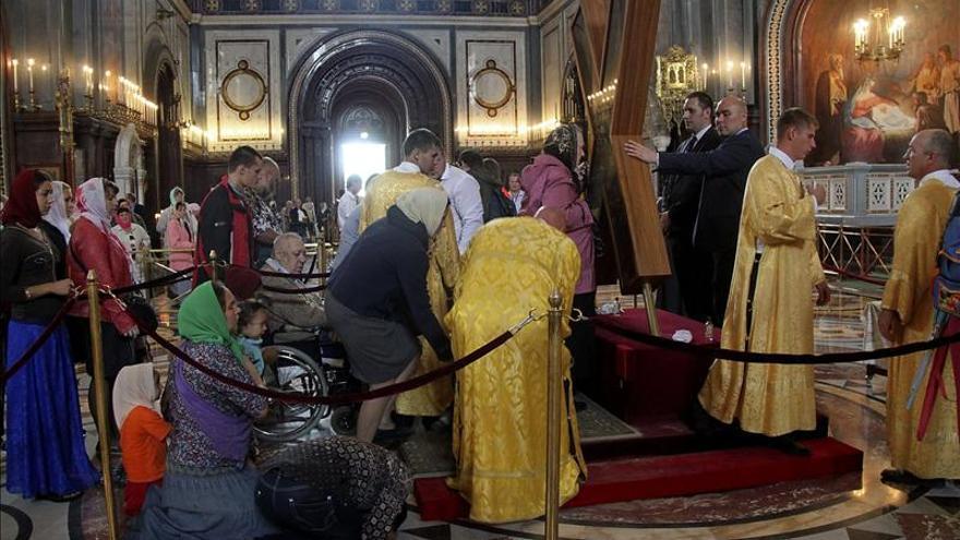 La cruz del apóstol San Andrés desata una fiebre de fervor religioso en Rusia