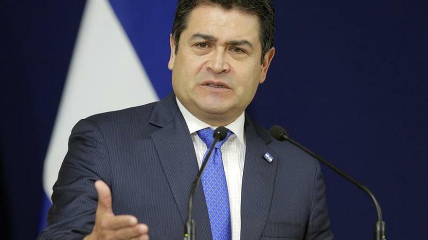 """En la imagen un registro del presidente de Honduras, Juan Orlando Hernández, quien indicó en Twitter: """"Seguiremos buscando el apoyo y asesoría de nuestros socios internacionales... ...en los temas de transparencia y lucha contra la impunidad""""."""