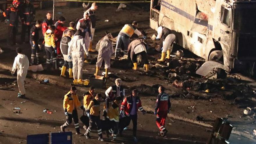 Al menos trece muertos y 48 heridos en un atentado contra un autobús en Turquía