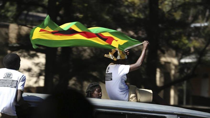 Zimbabue libera a 2.000 presos por falta de comida en unas cárceles superpobladas