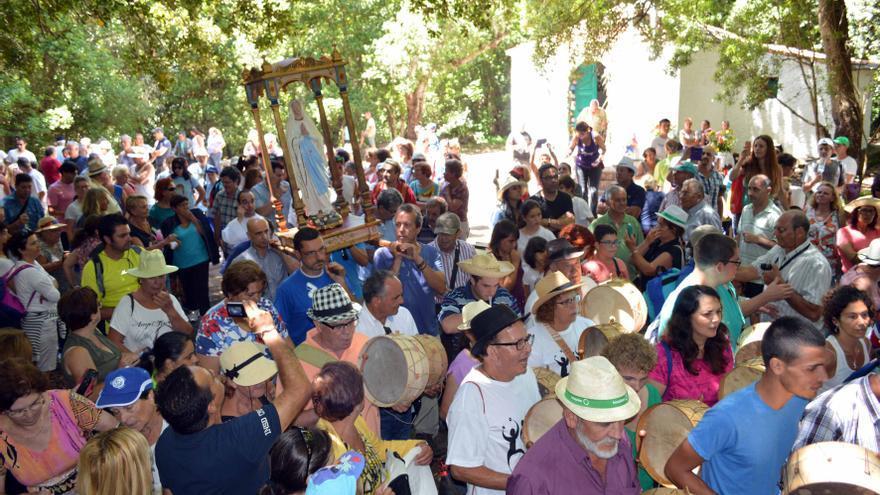 Un instante de la procesión de ayer domingo en El Cedro