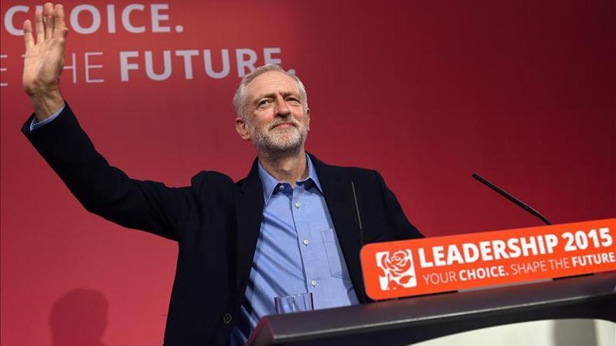 Corbyn dice que no se dejará presionar por sus diputados para dejar el liderazgo