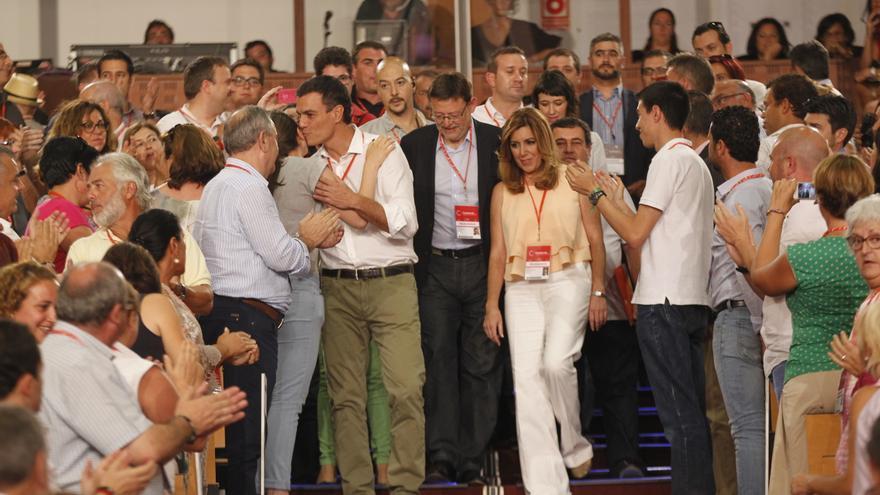 Ximo Puig detrás de Pedro Sánchez en el congreso del PSOE.