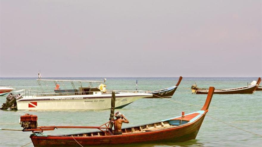 Cinco muertos al hundirse un barco con turistas en el sur de Tailandia