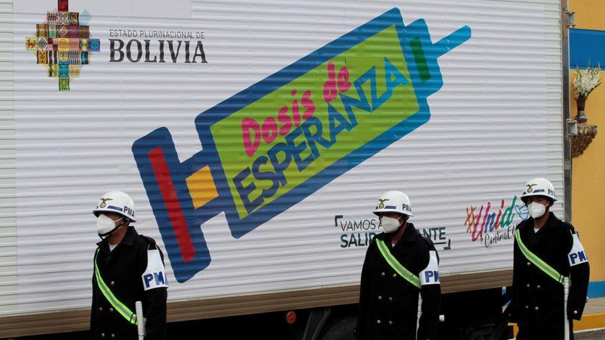 """Bolivia apunta al """"capitalismo"""" por la falta de vacunas contra la covid-19"""