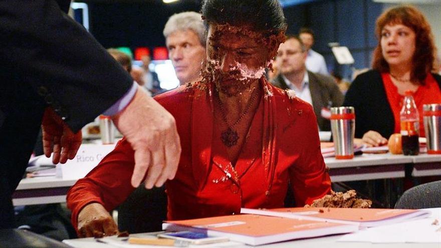 La izquierda alemana abre su congreso, salpicado por el ataque con tarta a su líder