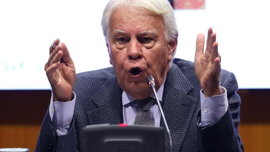 """Felipe González aboga por una """"metodología de pactos"""" para la recuperación de cada sector"""