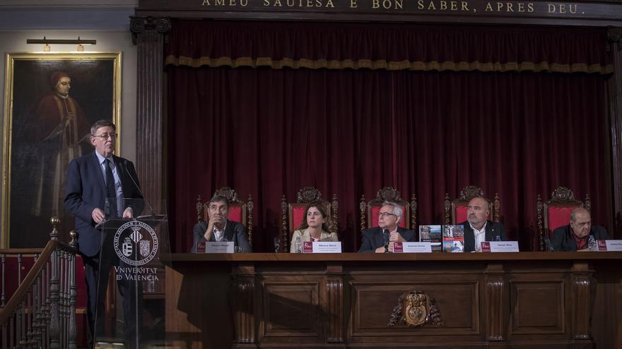 Ximo Puig intervé en la presentació del llibre 'Nou viatge pel País Valencià'.