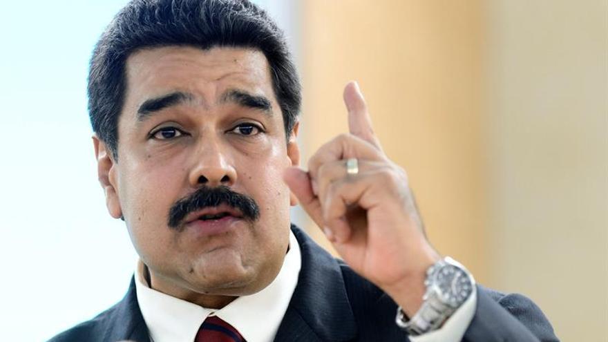 "Maduro dice que la ""única ruptura del orden constitucional"" ocurrió en 2002"