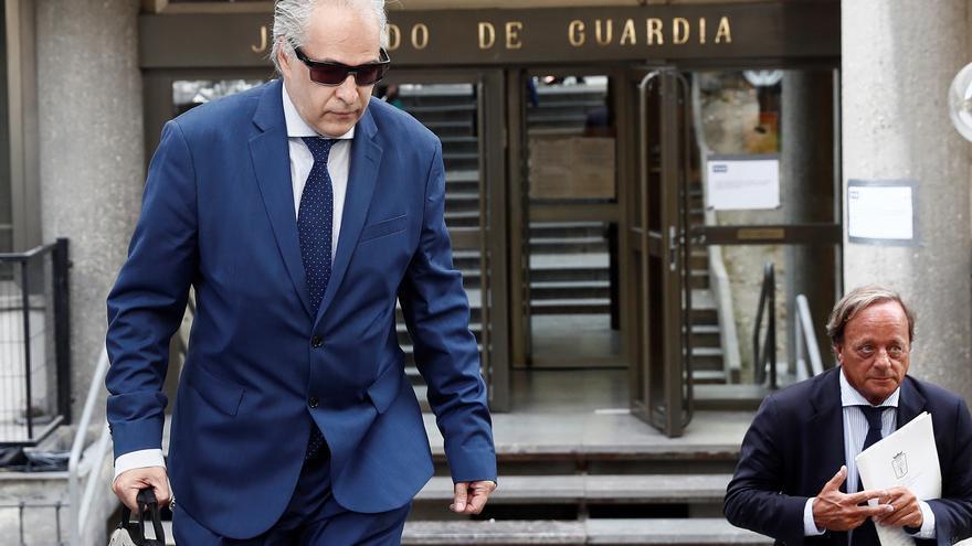El profesor Pablo Chico sale de los Juzgado de Plaza de Castilla tras declarar como investigado ante la juez que investiga las irregularidades en el máster de Casado y Cifuentes.