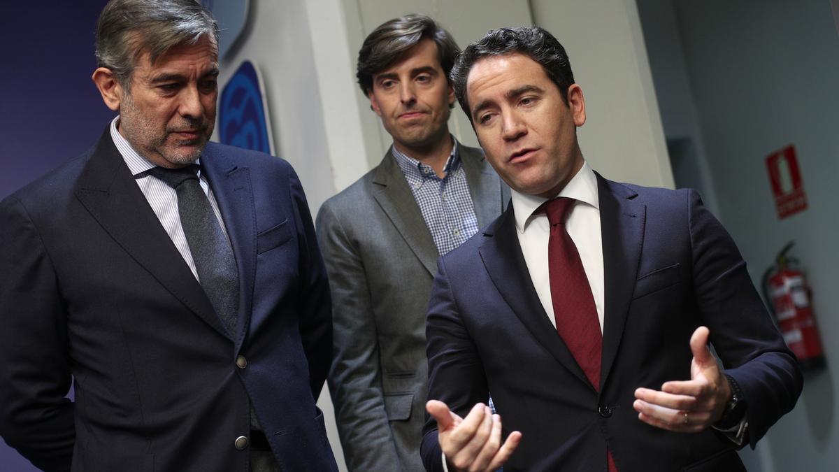 El secretario de Justicia e Interior del PP, Enrique López;  el vicesecretario de Comunicación del Partido Popular, Pablo Montesinos y el secretario general del PP, Teodoro García Egea.