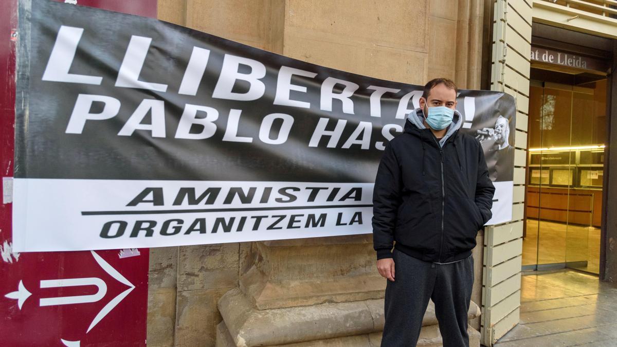 El rapero Pablo Hasel en un acto en los jardines Víctor Siurana de la Universidad de Lleida (UdL). EFE/Ramón Gabriel