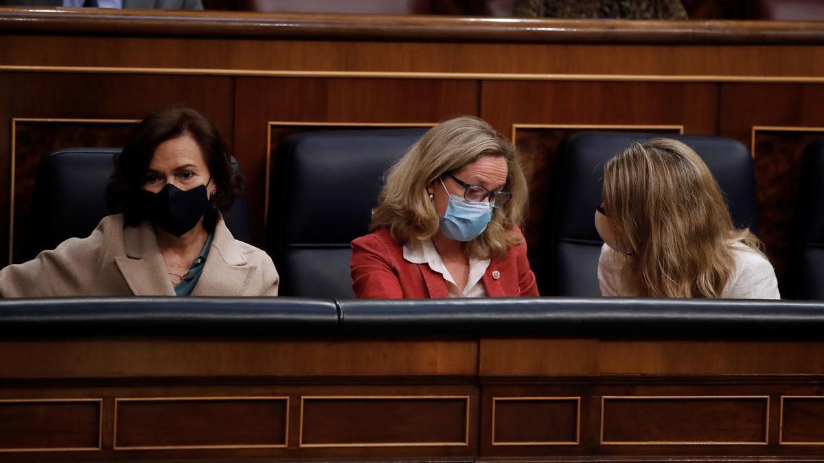 Carmen Calvo, Nadia Calviño y Yolanda Díaz en el Congreso.