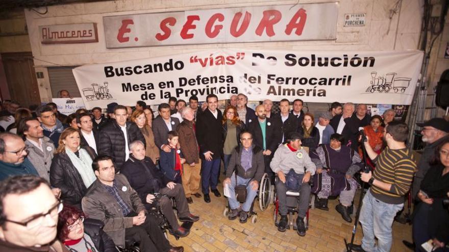 Imagen de archivo de una protesta de la Mesa del Ferrocarril de Almería