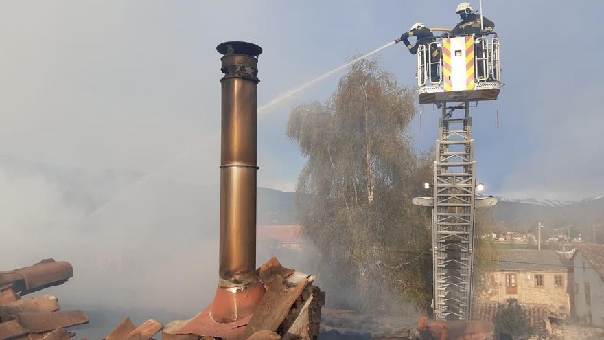 Incendio de la vivienda en Naveda