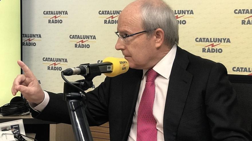 Montilla pide a Puigdemont que dé la cara en vez de estar fuera contando medias verdades para favorecer su campaña