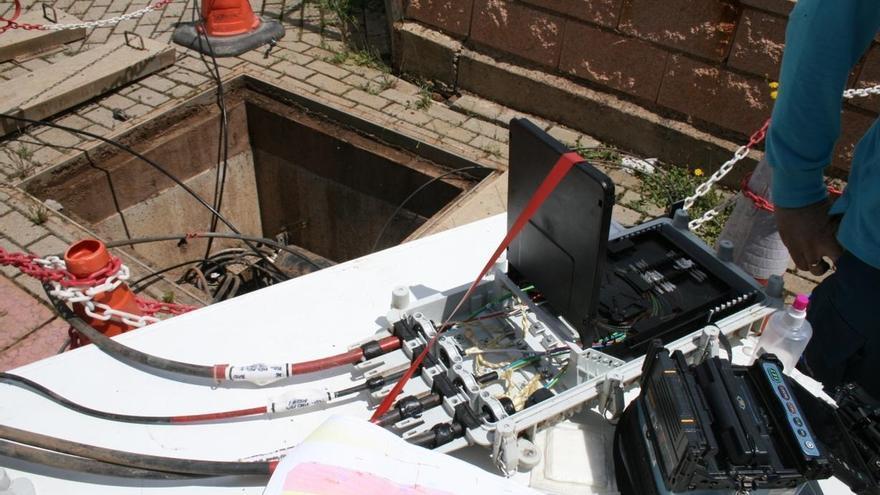 La fibra óptica ya es el principal modo de acceso a banda ancha fija en municipios de más de 50.000 habitantes
