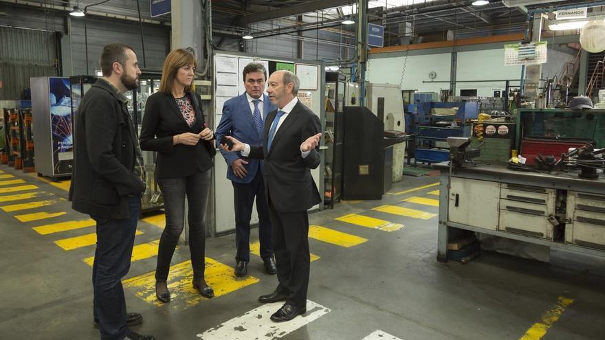 Mendia (PSE) visita las instalaciones de Vicrila y elogia la adaptación de la empresa a las circunstancias del mercado