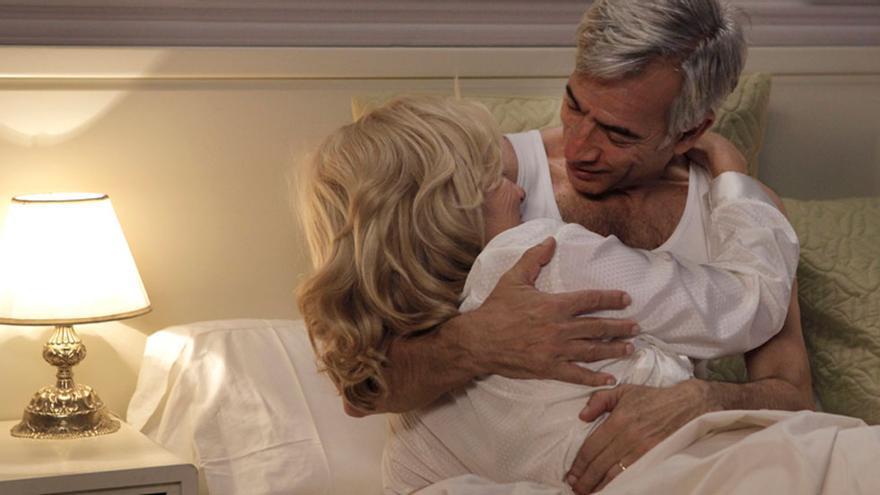 Antonio y Mercedes Alcántara, en la cama.