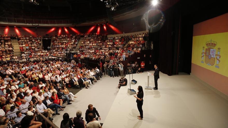 Pedro Sánchez reivindica la bandera española al ser proclamado candidato a La Moncloa