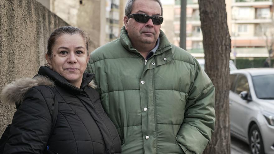 Maria Dolores Martínez y José Antonio Rosales en el barrio de Torreforta (Tarragona)