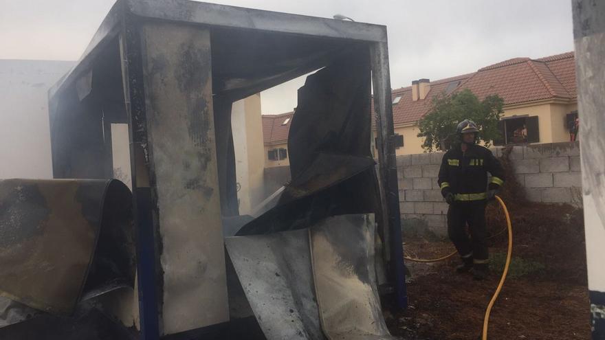 Incendio en una caseta de obra en la calle Nardo