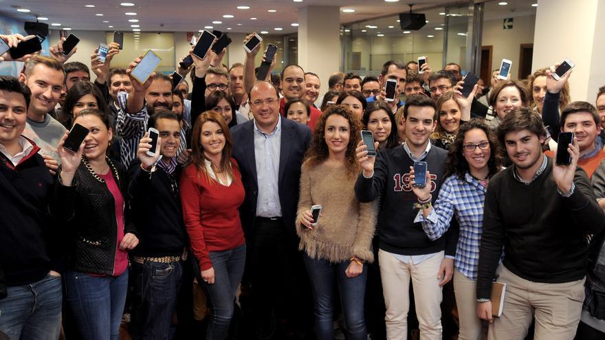 'Cibervoluntarios' del PP con el candidato Pedro Antonio Sánchez