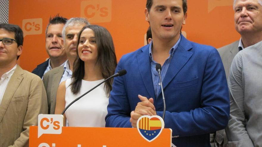 """Rivera cree que el bipartidismo """"ha muerto en las urnas"""" y que se ha castigado la """"ambigüedad"""" de Podemos"""
