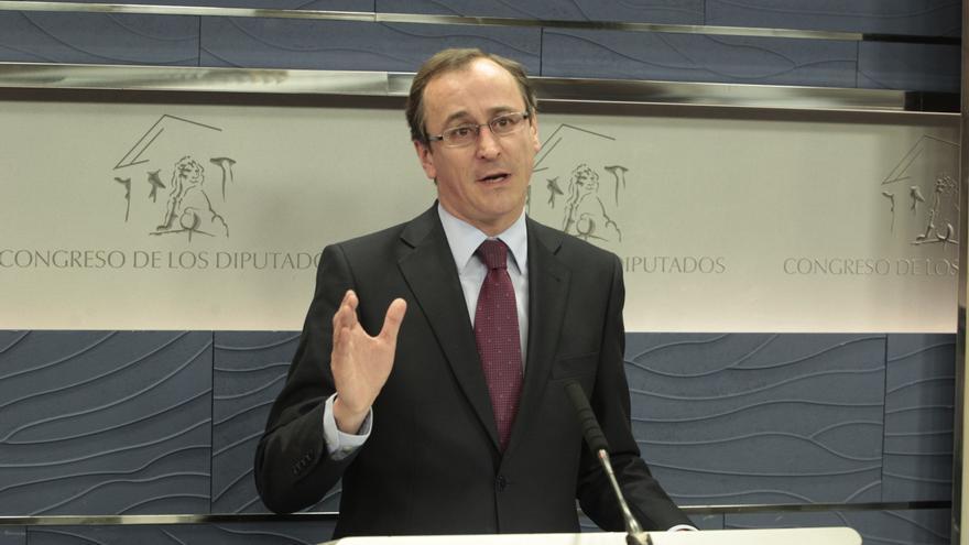 El PP insiste en que debe haber ya responsabilidades en la Fundación del PSOE y pide tiempo para el caso Bárcenas