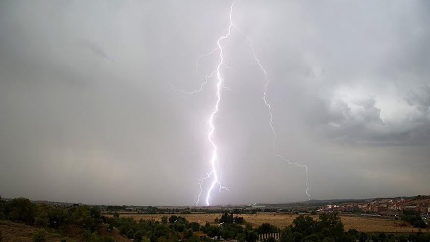 El fin del 'veroño' dejará lluvias fuertes y frío en el puente de los santos