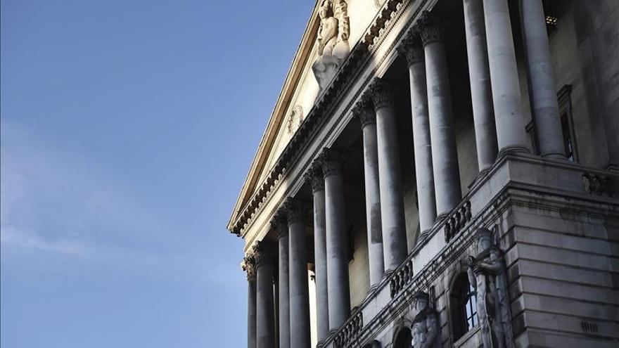El Banco de Inglaterra mantiene los tipos en el mínimo histórico del 0,5 %