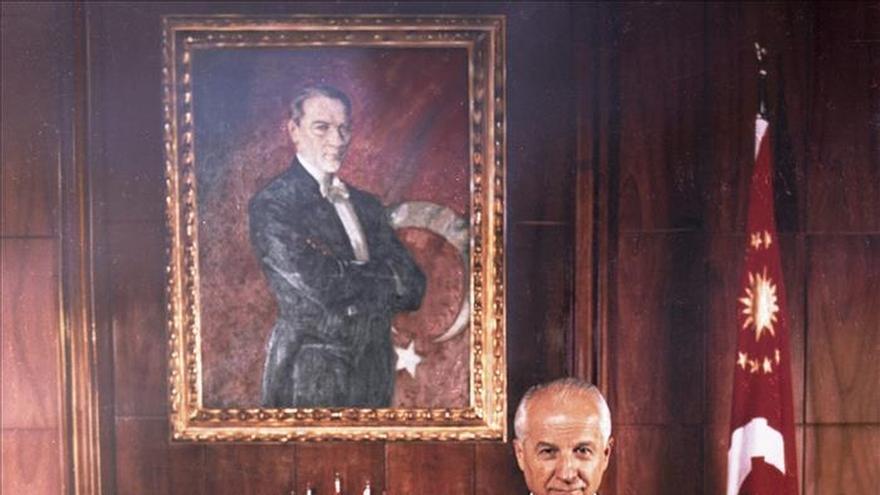 Turquía entierra con honores militares al líder del golpe de Estado de 1980