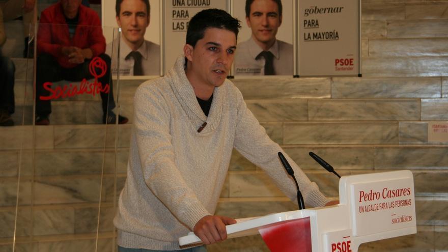 """El PSOE denuncia que el alcalde """"lleva 10 días de viaje"""""""