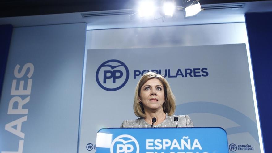 Cospedal propone al resto de partidos eliminar la publicidad electoral de la calle en farolas y carteles