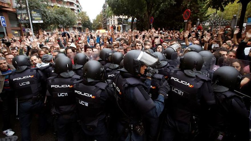 Intervención policial en el colegio Ramon Llull