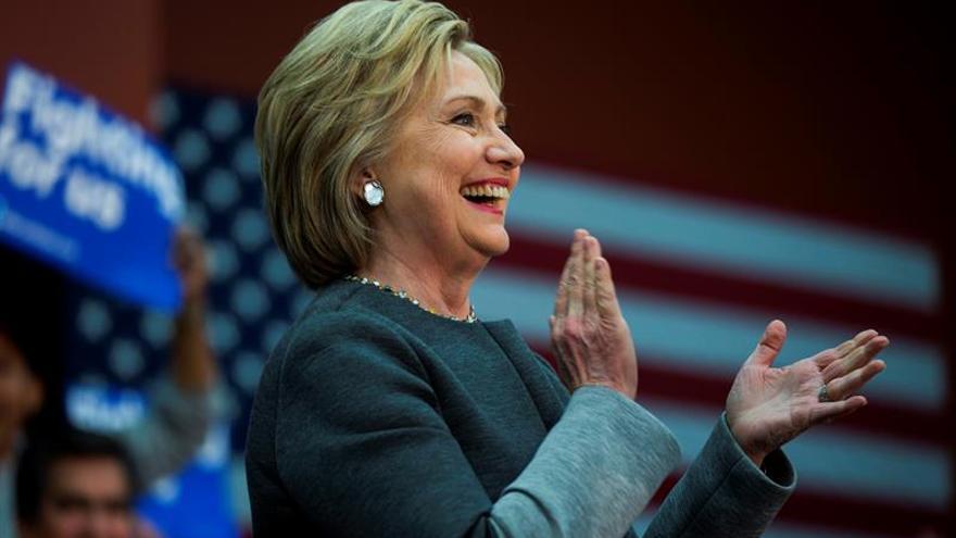 La ventaja de Clinton sobre Trump se estrecha en EE.UU., según un sondeo