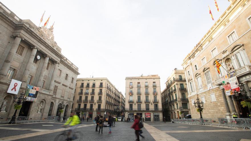 Barcelona despliega dos tapices memorial del Sida en recuerdo de los fallecidos