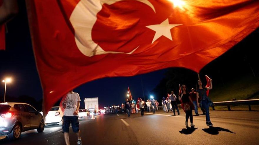 El fallido golpe le cuesta a Turquía al menos 100.000 millones de dólares