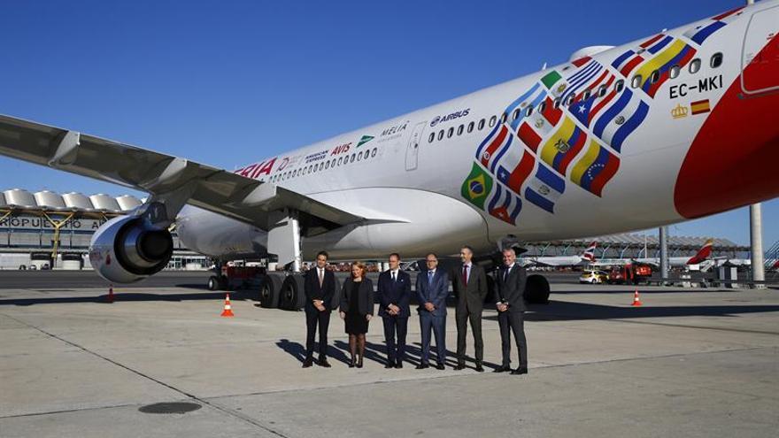 Iberia vuela a Buenos Aires con avión vinilado por su 70 aniversario en Latam
