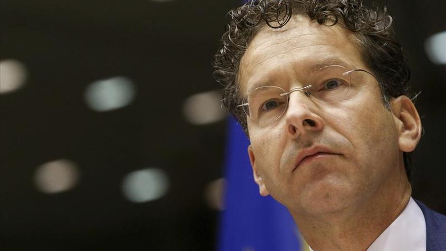 El Eurogrupo pedirá a España ajustes y debatirá una prórroga del rescate griego
