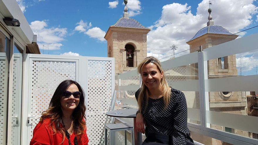 Disfruta este verano de cenas íntimas con vistas a la plaza de San Juan en la primera terraza-ático de Murcia