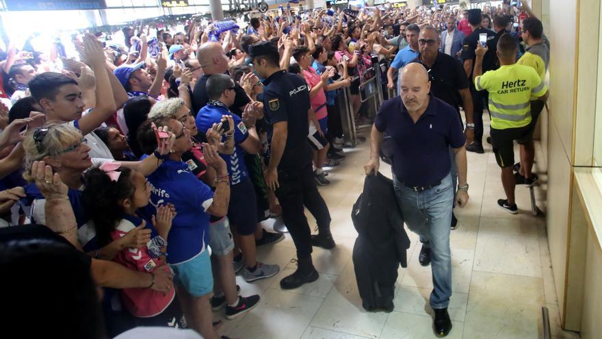 Las peñas del CD Tenerife piden la dimisión de Miguel Concepción tras su condena