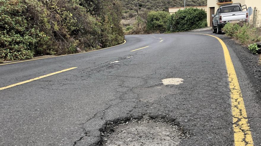 Socavones en el tramo de carretera San Simón-Tajuya.