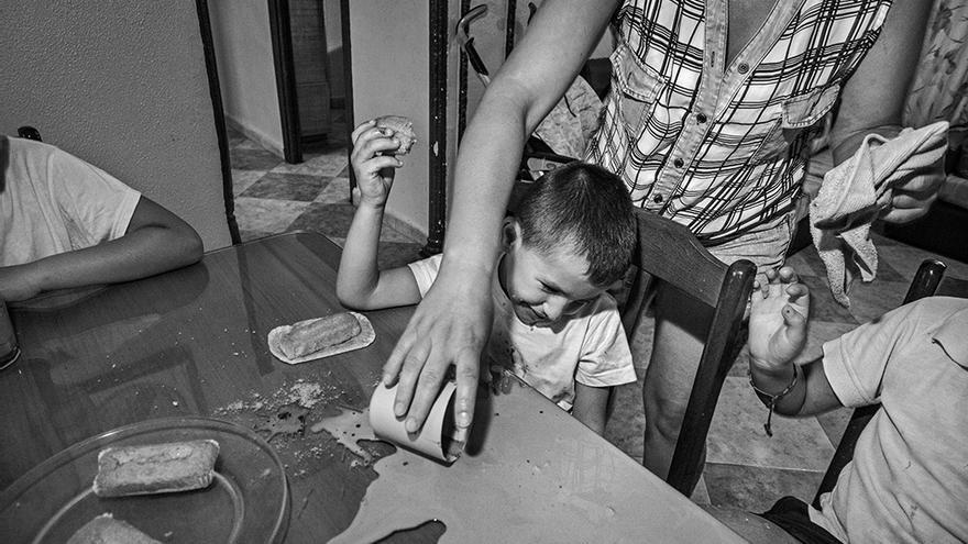 El informe de Save the Children alerta de la pobreza en la familias de madres solteras