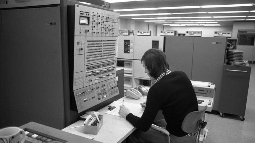 IBM S/360 instalado en la factoría de Volkswagen en Wolfsburg (Alemania)