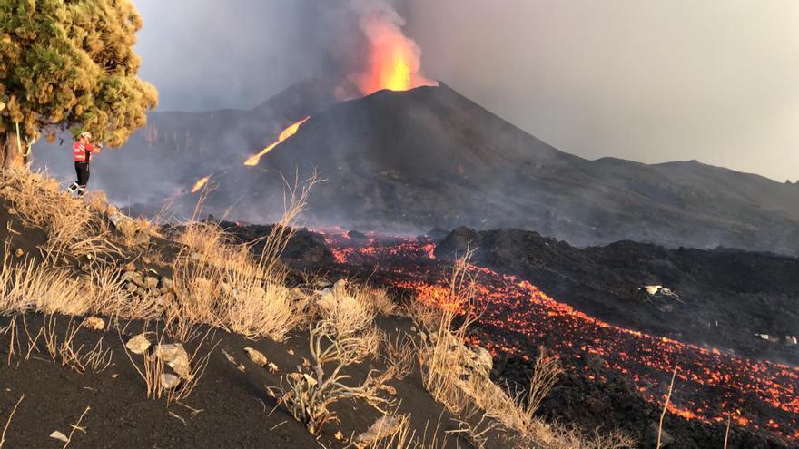 La Palma inicia el 26º día de erupción con un fuerte terremoto y unos 300 evacuados más en Los Llanos
