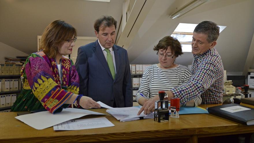El PP renueva a 24 de sus candidatos a las alcaldías en Cantabria y mantiene a seis aspirantes imputados
