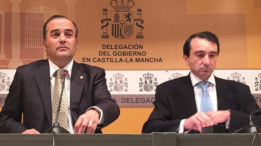 Miguel Antolín (derecha), en rueda de prensa